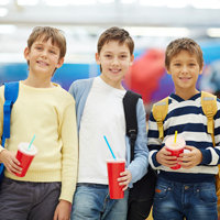 Сильногазированные безалкогольные сахаросодержащие напитки могут запретить продавать в школах, детских садах и больницах