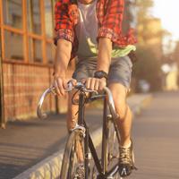 За стоянку и движение транспорта по полосам для велосипедистов и велопешеходным дорожкам могут ввести ответственность