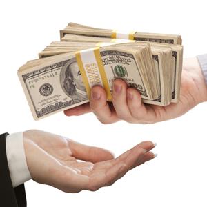 Банкам могут запретить уступать право требования по потребительским кредитам коллекторским агентствам