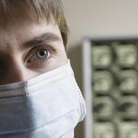 Работающим в малых городах молодым врачам могут предоставить право на получение единовременной компенсационной выплаты