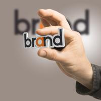 За использование в рекламе товарных знаков с латинским шрифтом и наименований на иностранном языке могут установить сбор