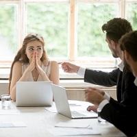Суды: участники ООО не вправе откладывать увольнение директора по собственному желанию дольше срока предупреждения