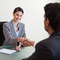Заключение с работником срочного трудового договора, обусловленное наличием у работодателя контракта на выполнение услуг, закону не противоречит