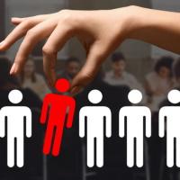 Вакансии должны быть предложены одновременно всем сокращаемым работникам, а выбор между согласившимися на перевод сделан по правилам ст. 179 ТК РФ