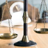 Как быть, если суд постановил выплатить физлицу деньги, но не указал сумму НДФЛ?
