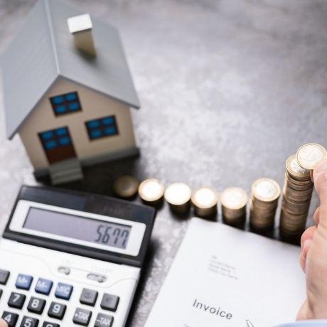 ФНС России разъяснила, нужно ли упрощенцу подавать декларацию по налогу на имущество в отношении имеющегося у него жилого помещения