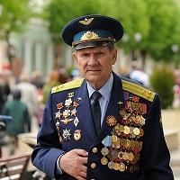 Кабмин поддержал инициативу установить для членов семей Героев РФ и Советского союза единые правила о сроках подачи заявлений об установлении ежемесячной денежной выплаты