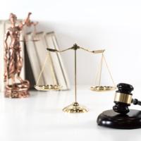 Истечение срока поручительства не влечет его прекращение, если кредитор успел подать иск хотя бы в части требования