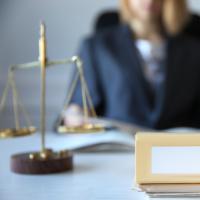Требование о выставлении коллегией адвокатов счета-фактуры для оплаты труда защитника по назначению неправомерно