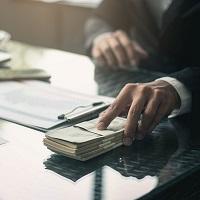 Выдать зарплату наличными или перечислить на карту: важные нюансы