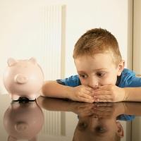 ПФР начал прием заявлений на ежемесячные выплаты из макапитала для малообеспеченных семей с детьми