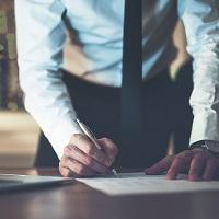Работодателю целесообразно оформлять передачу полномочий генерального директора не только доверенностью, но и локальным актом организации