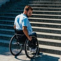 Уточнены нормы КоАП РФ об ответственности за уклонение от исполнения требований к обеспечению доступности для инвалидов объектов и услуг