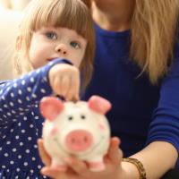 """С 1 февраля – новые размеры """"детских"""" пособий и других социальных выплат"""