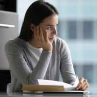 Об отсутствии добровольности увольнения по собственному желанию может свидетельствовать само содержание заявления