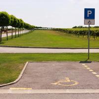 ОП РФ предлагает предоставить инвалидам всех категорий равные права на льготную парковку