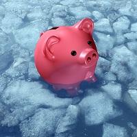 Принят закон о заморозке накопительной части пенсий до конца 2021 года