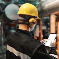 Работники рабочих профессий должны проходить обучение по охране труда
