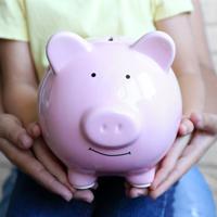 Выплачивать социальные пособия беременным и мамам с детьми при банкротстве работодателя будет ФСС России