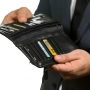 Работодатель должен согласовать с сотрудниками решение о замене банка, через который выплачивается зарплата