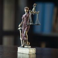 КС РФ указал на необходимость скорректировать порядок включения сведений об учредителях юрлиц в РНП