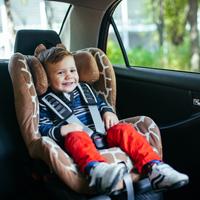 Будет установлена ответственность за оставление детей в машине одних