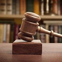 ВС РФ вновь напомнил о невозможности взыскания судебных расходов с гражданина, проигравшего дело о признании отношений трудовыми
