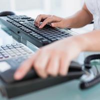Жители всех регионов страны могут воспользоваться бесплатным телефонным номером единого контакт-центра ФНС России