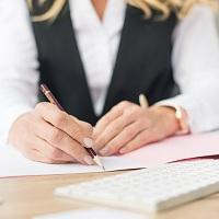 Налоговый агент удержит НДФЛ с полной суммы выплаты, если физлицо не подаст заявление об учете расходов по покупке ценных бумаг