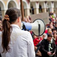 Иностранцам могут ограничить участие в публичных мероприятиях на территории России