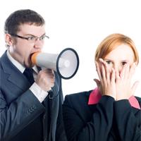 Когда работника можно привлечь к дисциплинарному взысканию за оскорбление коллег? Позиция судов