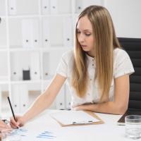 Практическая помощь бухгалтеру: новый путеводитель по первичным документам и регистрам