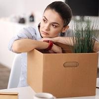 Отсутствие на работе без уважительных причин в период простоя может быть признано прогулом