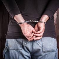 Установление уголовной ответственности за деяние взамен административной не отменяет исполнения ранее назначенного административного наказания