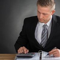 Разъяснено, в каких случаях налоговики вправе запросить информацию о поступлениях на карту физлица