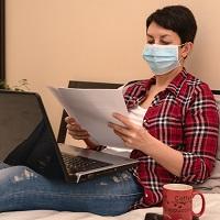 Работодателей обязали уведомлять прибывших в РФ работников о соблюдении самоизоляции до получения результатов ПЦР-тестов на COVID-19