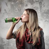 Роспотребнадзор поддерживает запрет продажи алкоголя лицам младше 21 года