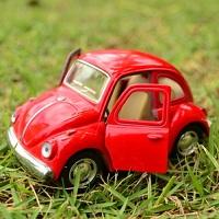 Москвичи могут с помощью мобильного приложения пожаловаться на машины, припаркованные на газонах