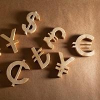 Налоговики разъяснили, в каких случаях можно перечислять зарплату в иностранной валюте