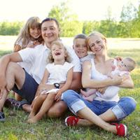 Усыновители смогут получить ежемесячную выплату на третьего и последующих детей