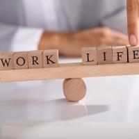Как уволить и нанять сотрудников во время самоизоляции: разъяснения Минтруда России