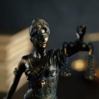 """Семь дней — не предел: что решил суд о дополнительных отпусках работникам-""""вредникам"""""""