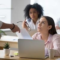 Работодатель не вправе взыскать с работника сумму выплаченного ему среднего заработка, если он был отчислен во время учебного отпуска