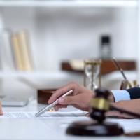 Положение устава ООО о необходимости получения согласия участников на отчуждение доли третьим лицам распространяется в том числе на раздел общего имущества супругов