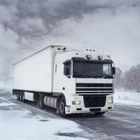 Предлагается в обязательном порядке комплектовать грузовики цепями противоскольжения в зимний период