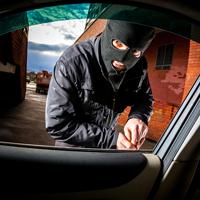 Угонщиков заставят возмещать имущественный вред потерпевшему, если после оставления угнанной машины ее украли неизвестные лица