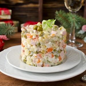 """Новогодний стол: """"Товарищи, сыр швейцарский, маслины греческие!"""""""