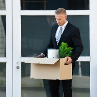 Увольнение в связи с выходом на пенсию не освобождает работника от обязанности компенсировать работодателю затраты на обучение