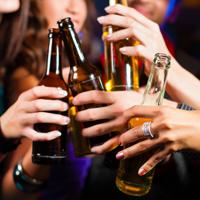 """Организациям общественного питания могут запретить ночью продавать алкоголь в таре, пригодной для """"выноса"""""""