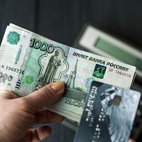 Мосгорсуд: работник не вправе требовать выплаты зарплаты в кассе, если до этого он получал ее на банковскую карту